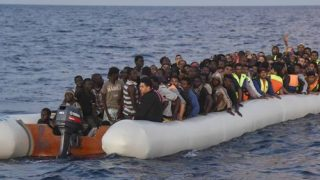 11270492lpw-11270549-article-un-bateau-de-migrants-en-provenance-de-la-libye-jpg_4754214_660x281