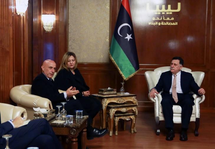 Premier-ministre-libyen-Fayez-Sarraj-D-recoit-ministre-italien-Interieur-Marco-Minniti-G-siege-gouvernement-union-nationale-Tripoli-9-decembre-2017_0_729_504