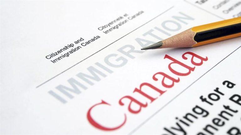 immigration-canada-formulaire-crayon