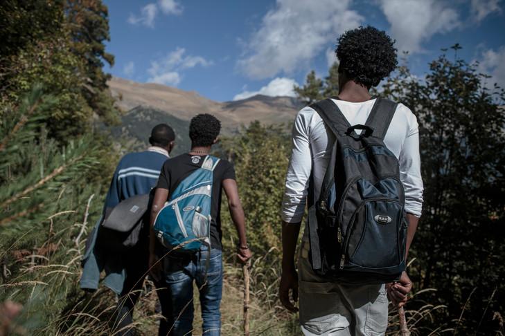 En-octobre-2016-Vallee-Roya-groupe-refugies-traverse-pieds-frontiere-entre-France-lItalie_0_729_486